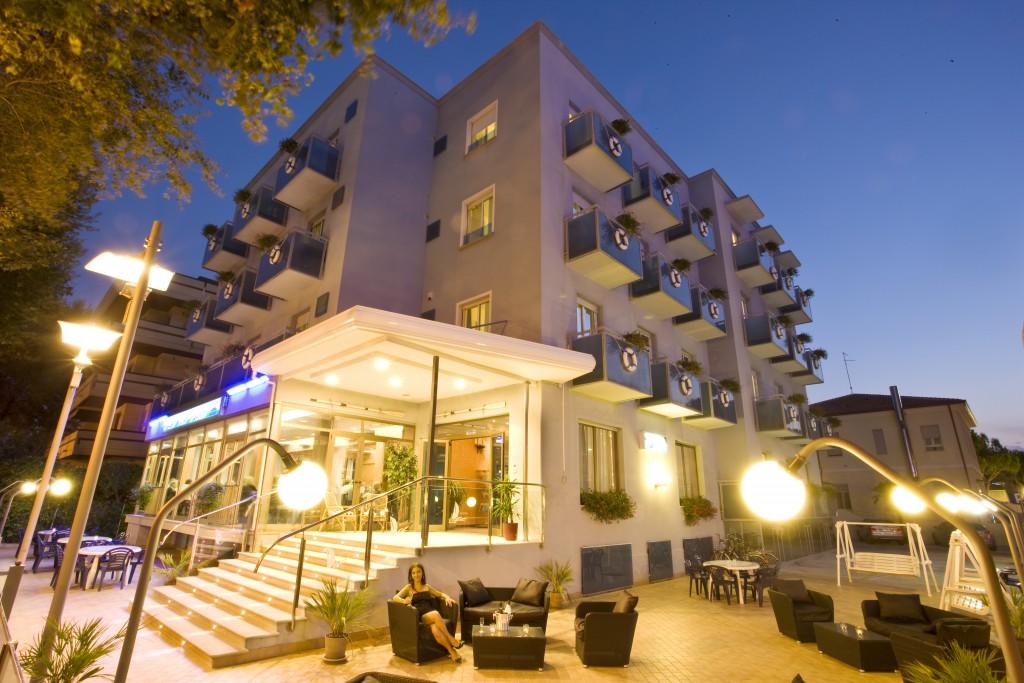 Hotel riccione 3 stelle perch scegliere l 39 hotel le for Hotel siracusa 3 stelle